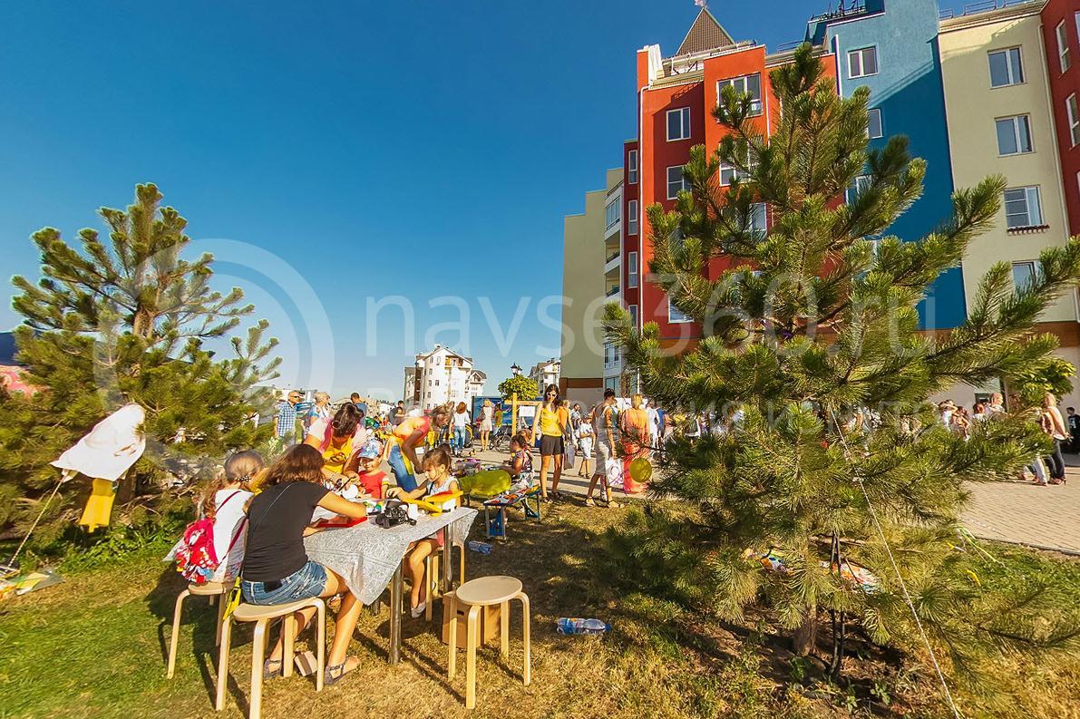 Oktoberfest 2015, Краснодар, Немецкая деревня, столики на природе