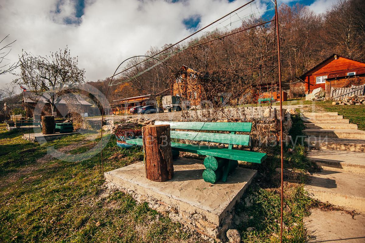 Турбаза Формула, поселок Мезмай, скамейка