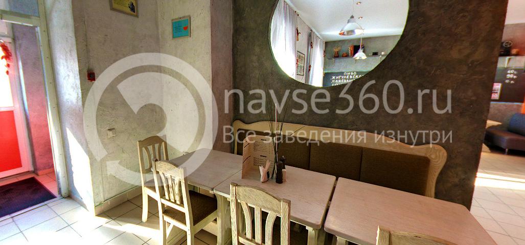 Вход в кафе-бар на Балтийской