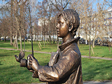 Памятник-скульптура «Юный фотограф»