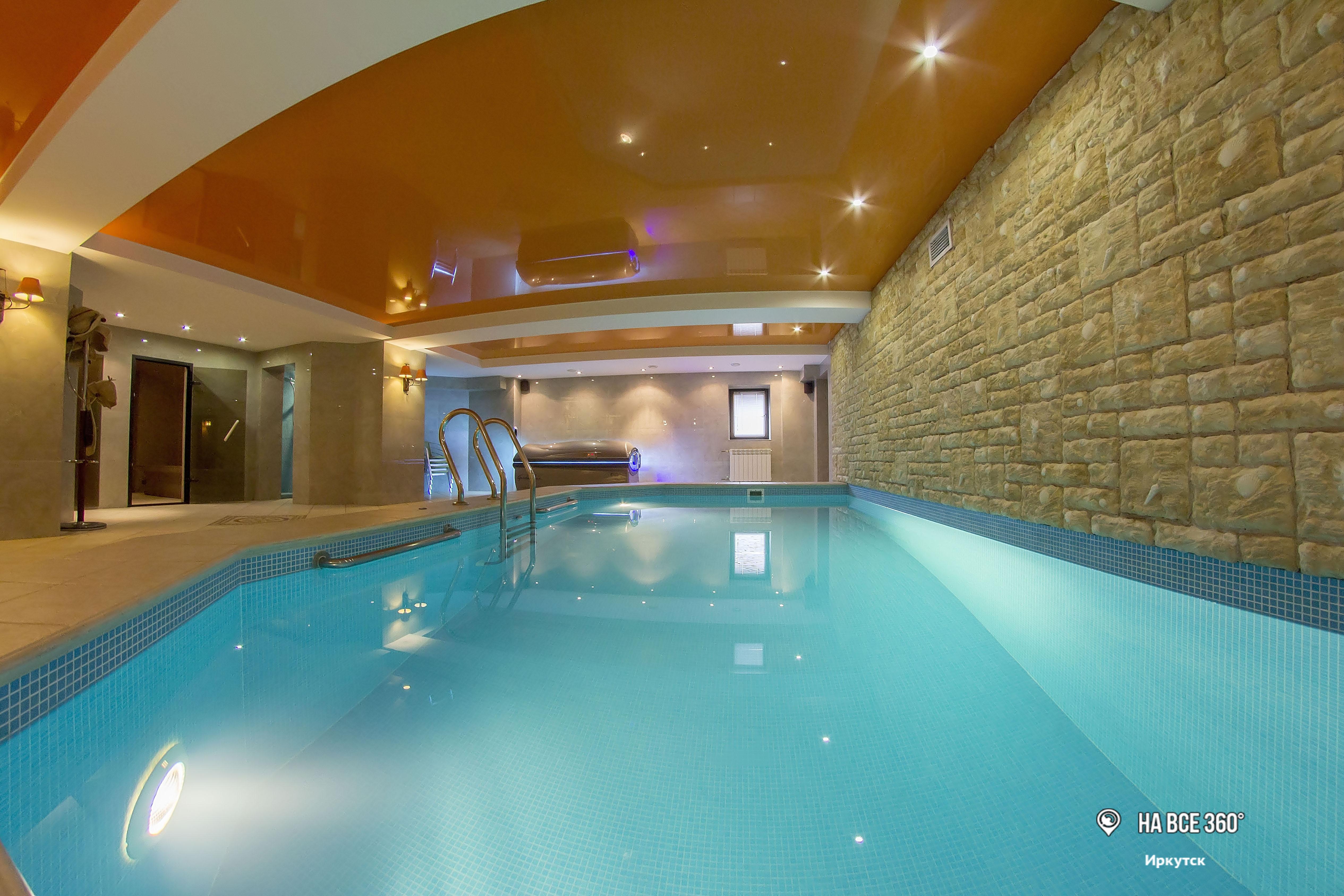 Сауна с большим бассейном