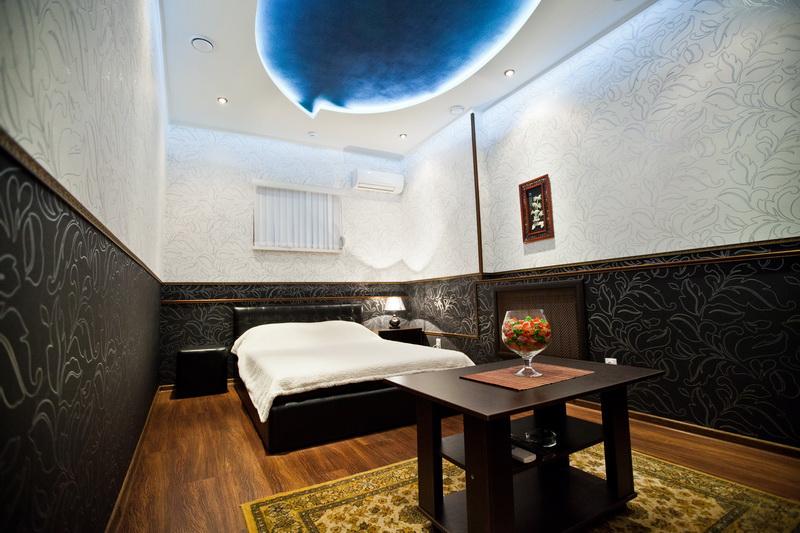 "Серебряная комната в гостинице ""Оазис"""