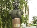 Памятник М.Е. Пятницкому в сквере у Дома офицеров.