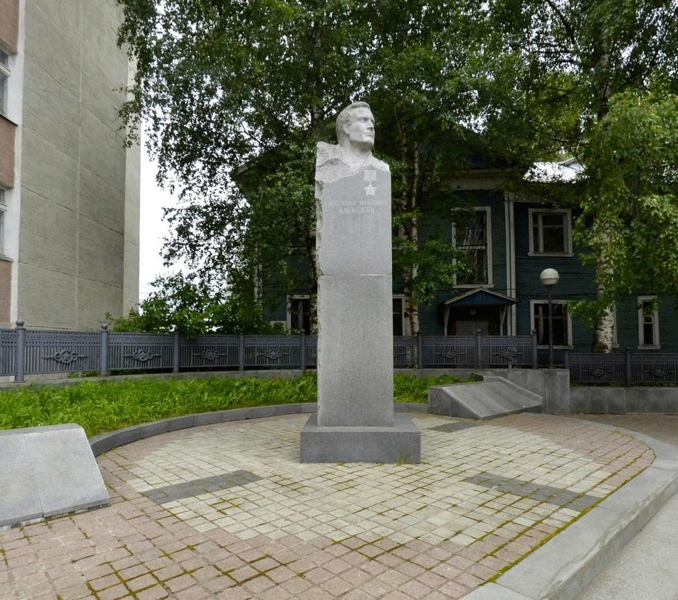 Памятник А.И. Алексееву