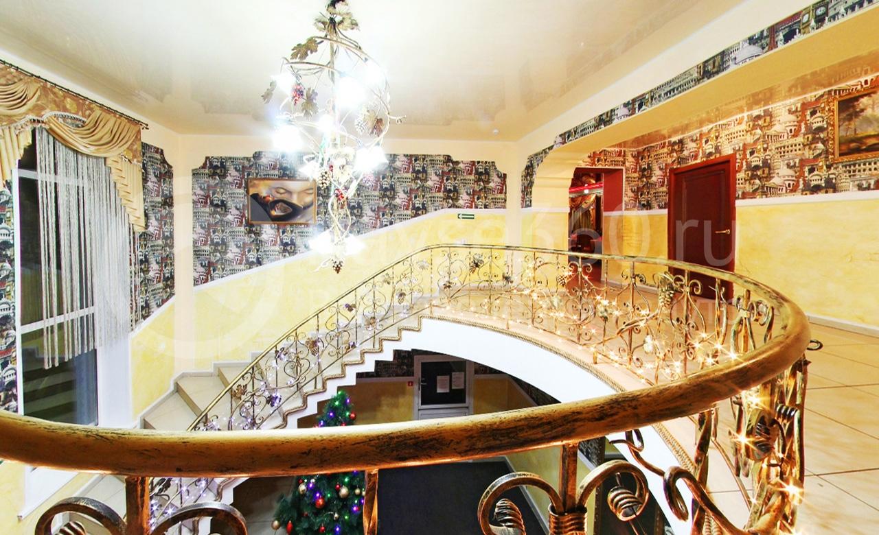 Лестница в кафе Романтика