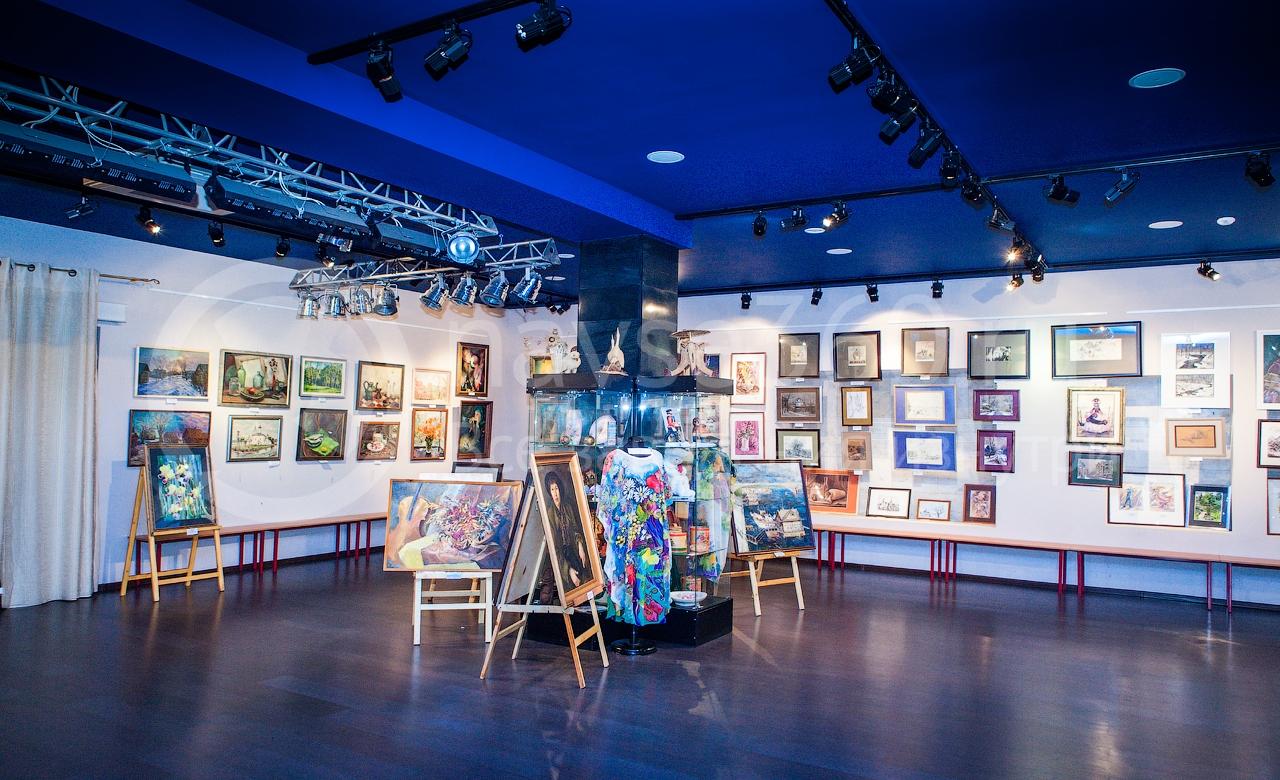 центр зала галереи